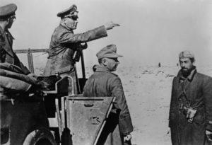 Erwin Rommel (wijzend vanuit het voertuig)