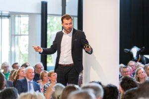 Arjen Banach: 'Waarom zou je boardmeetings niet opnemen en online zetten?'
