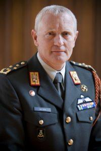 Peter van Uhm - Door Gerben van Es - Ministerie van Defensie, CC BY-SA 1.0, https://commons.wikimedia.org/w/index.php?curid=29044871